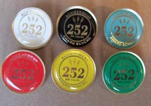 252 Badges a